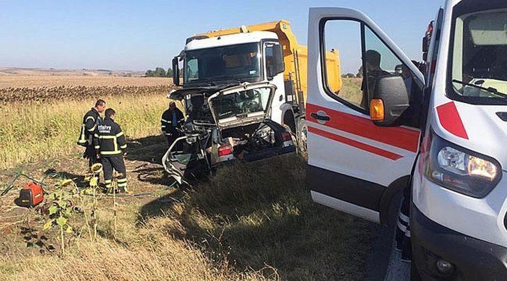 Hafriyat kamyonuyla çarpışan otomobilin sürücüsü öldü