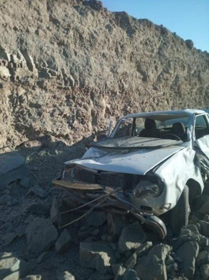 Ekiplerin 'dur' ihtarına uymayan sürücü dinamit patlaması sonucu yaralandı