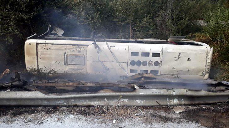 İşçi servis otobüsü, tarlaya devrildi: 1'i ağır 45 yaralı (2) - Yeniden