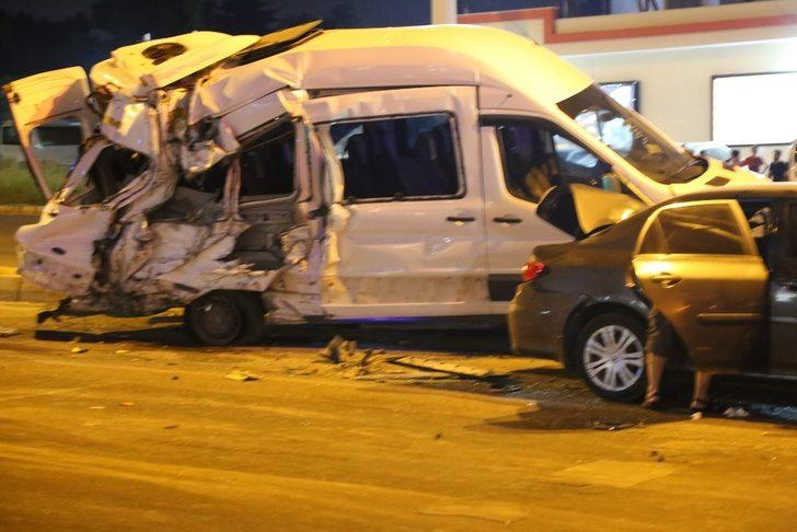 Hatay'da freni patlayan kamyon 12 araca çarptı: 2 çocuk 13 kişi yaralandı