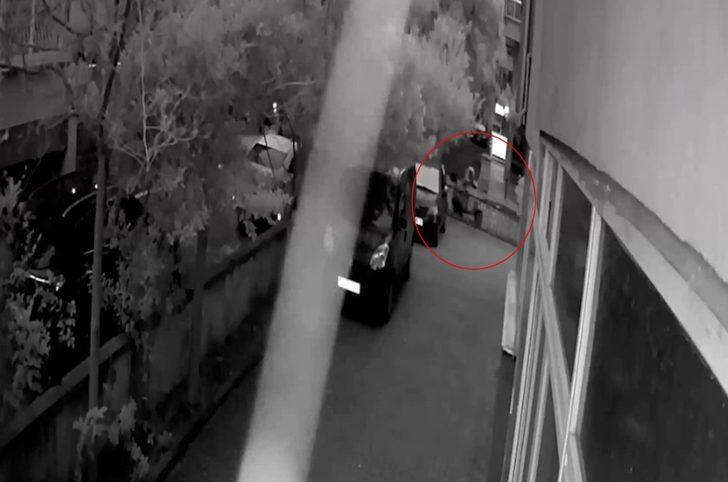 (Özel) Kadıköy'de motosiklet hırsızlığı kamerada
