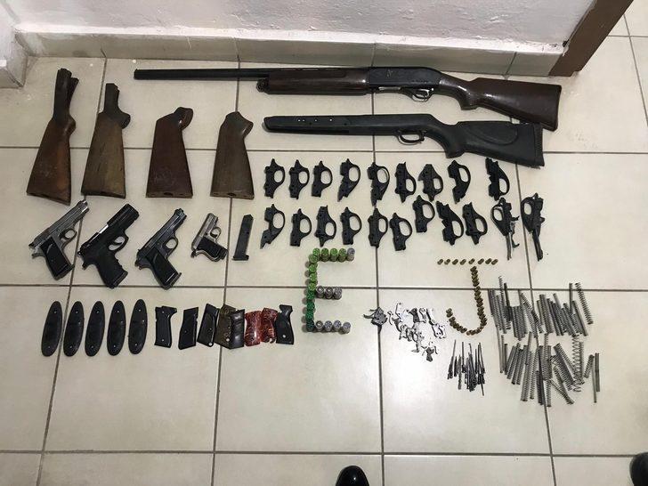 Bisiklet tamirhanesinde kaçak silah imal ve tamirine 2 gözaltı