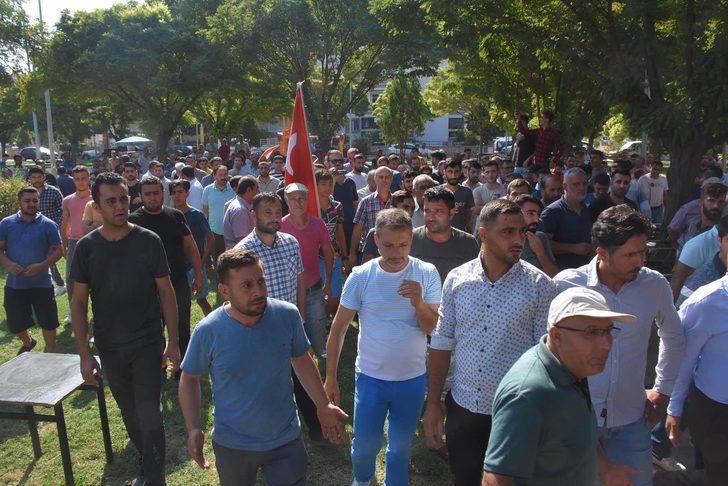 Menemen'de, pazarcılardan belediye önünde eylem