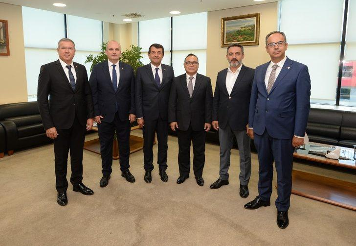 Başkentini değiştirecek olan Endonezya Türk yatırımcıları bekliyor