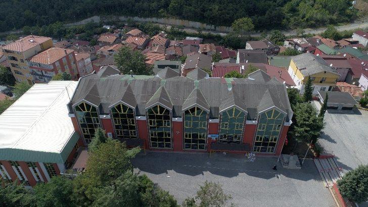 Sarıyer'de risk nedeniyle kapatılan okul havadan görüntülendi