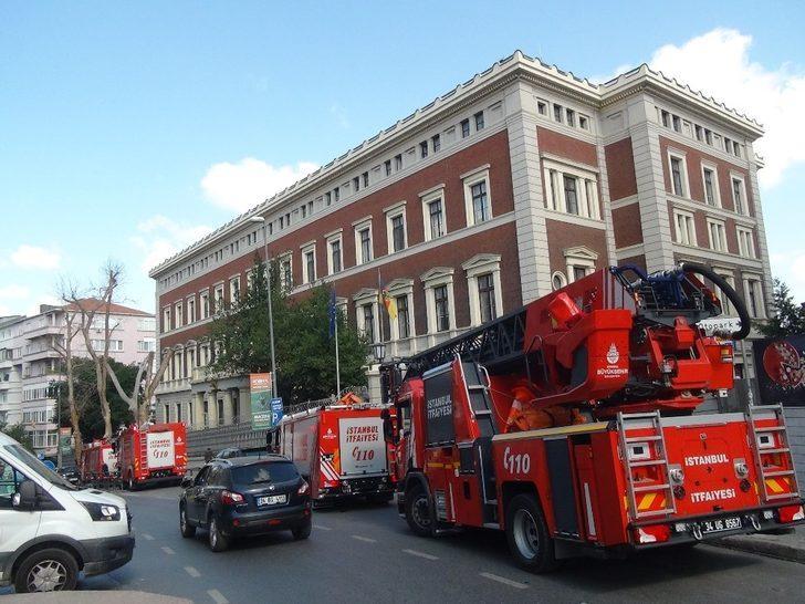 Almanya Başkonsolosluğunun çatısında yangın