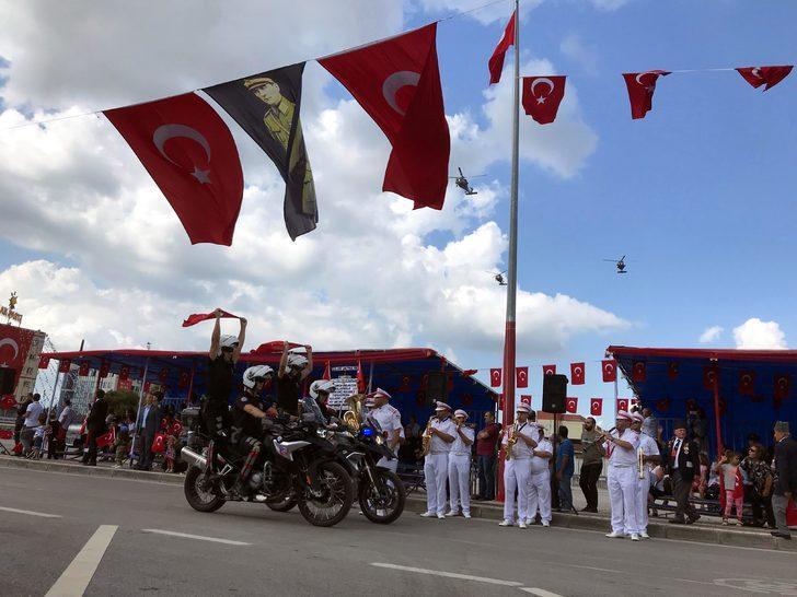 İzmit'te Zafer Bayramı'nın 97'nci yılı törenlerle kutlandı