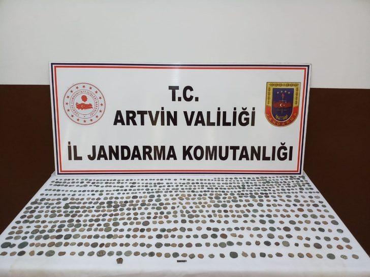 Artvin'de Roma ve Bizans dönemine ait 836 sikke ele geçirildi