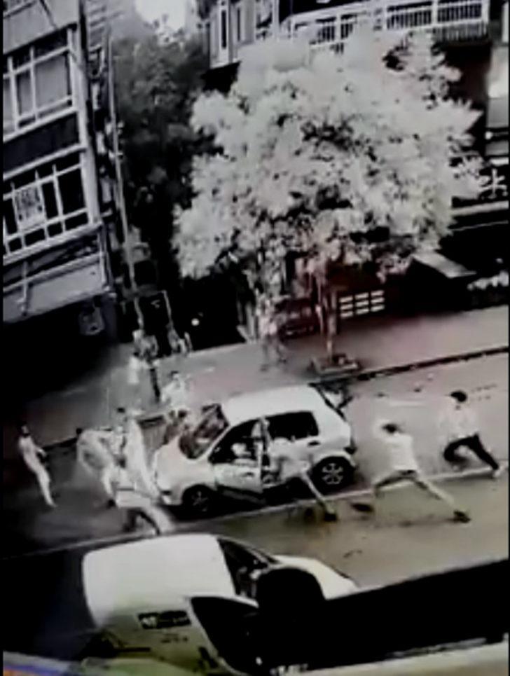 Samsun'da bıçaklı sopalı kavga kamerada