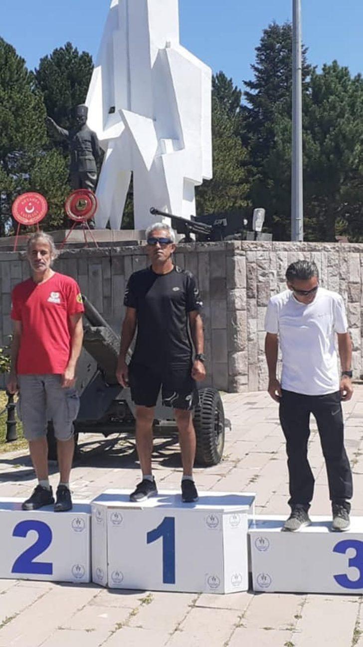 50 yaşındaki atlet Zafer Koşusu'nda birinci oldu