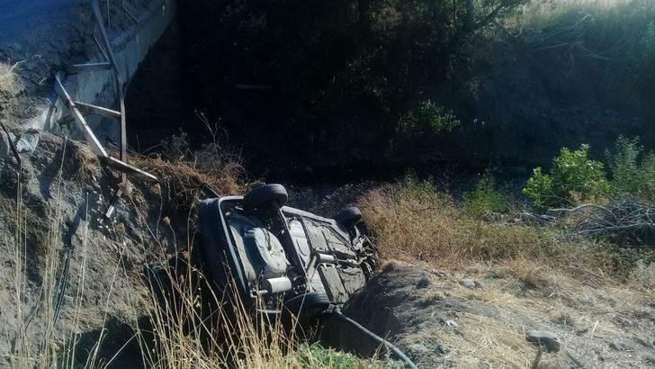 İzmir 'de Otomobil Köprüden Uçtu: 2 Yaralı