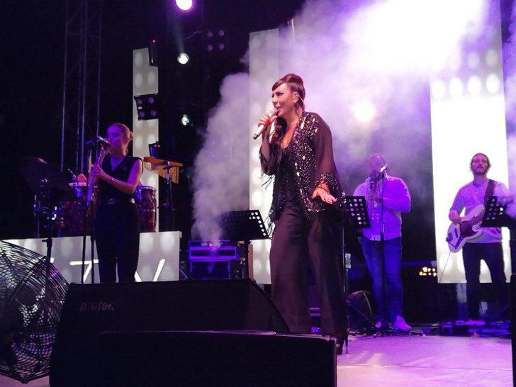 Gebze Metin Oktay Stadında binler, Işın Karaca ile coştu