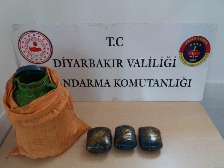 Diyarbakır'da, pekmez bidonuna gizlenmiş esrar maddesi ele geçirildi