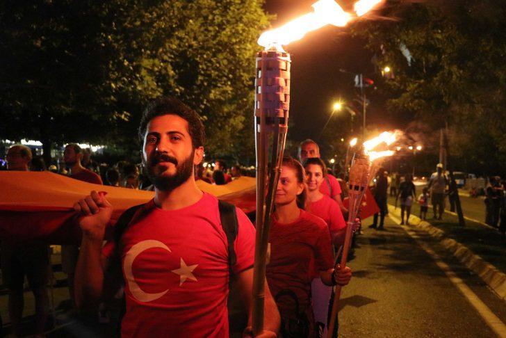 Denizli'de 30 Ağustos için yürüyüş ve Melek Mosso konseri