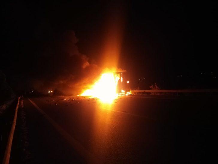 TIR'daki terlikler ve fıstık yandı