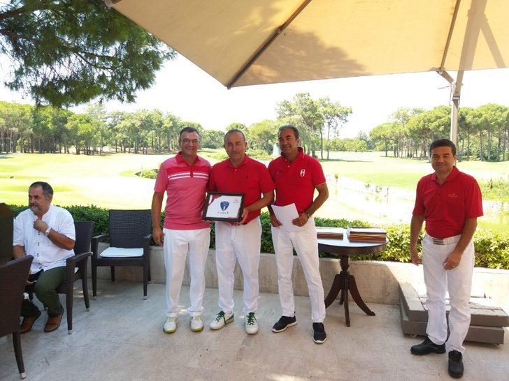 Bakan Çavuşoğlu otizmli çocuklar için golf turnuvasına katıldı