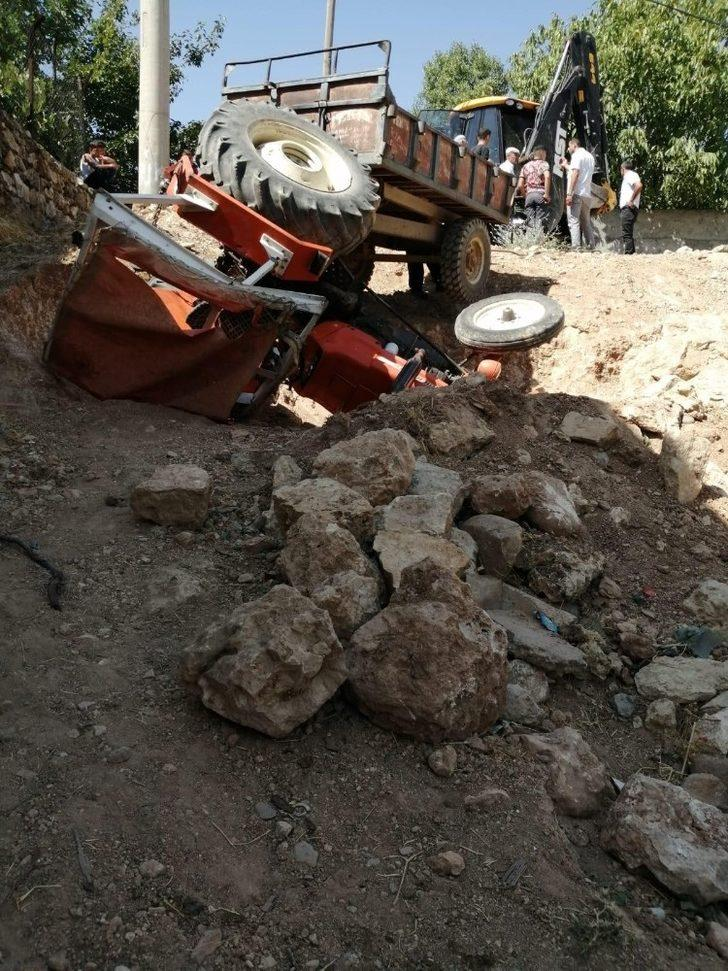 Gercüş'te freni boşalan traktör şarampole yuvarlandı