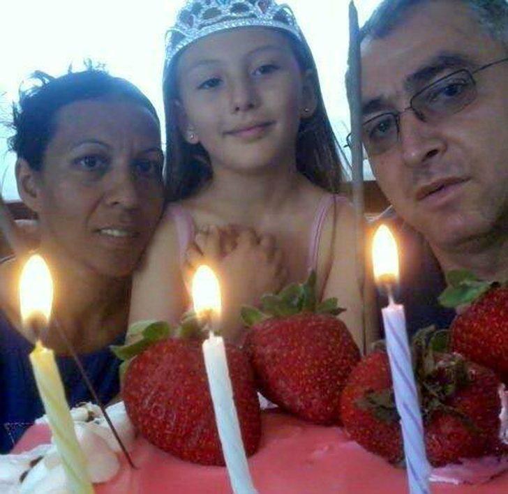 Kazada ölen 3 kişilik aileden anne ve kızı toprağa verildi