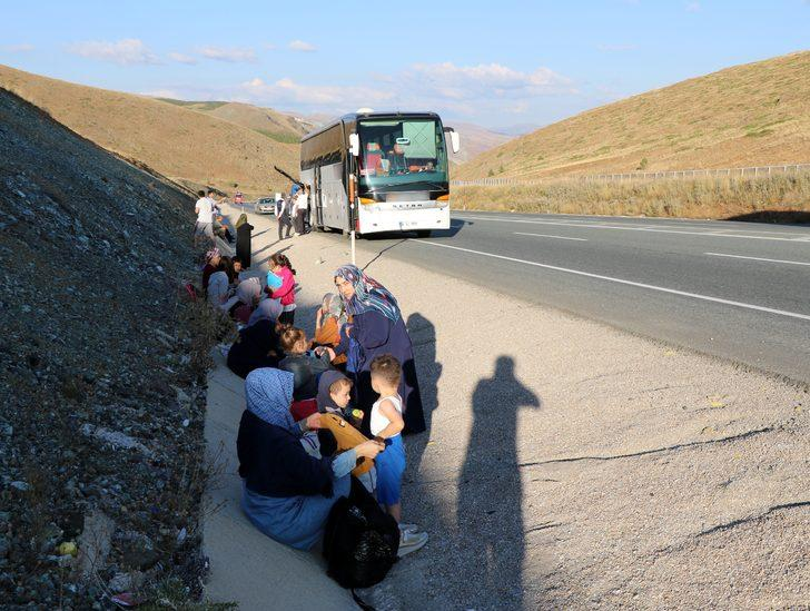 Erzincan'da yolcu otobüsü yandı, faciadan dönüldü