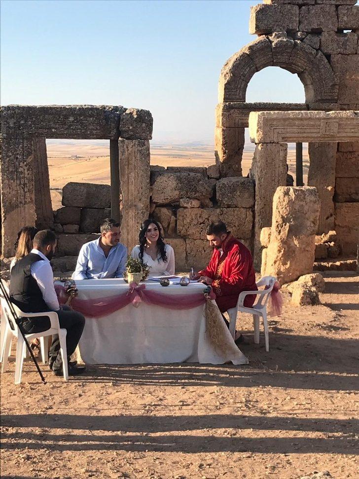 Diyarbakır'daki 3 bin yıllık Zerzevan Kalesi'nde nikah kıyıldı