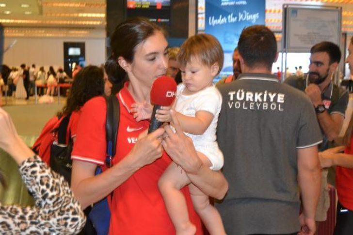 Naz Aydemir Akyol, hem annelik yaptı, hem de 'milli forma' için savaştı!