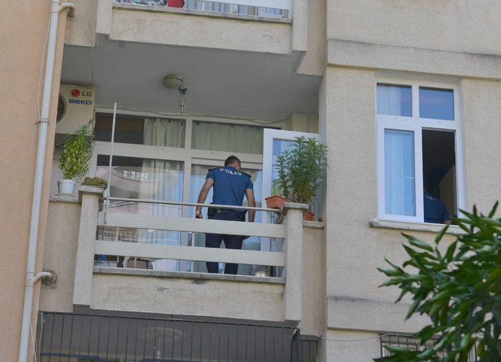 Oğlu yaptığı menemeni beğenmeyen anne, balkondan atladı