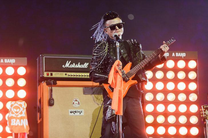 Çin'in en zengini Alibaba'dan rock konseriyle emekli oldu