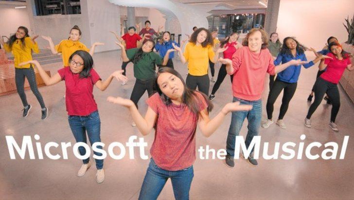 Microsoft'dan lise müzikalinden hallice ofis parodisi
