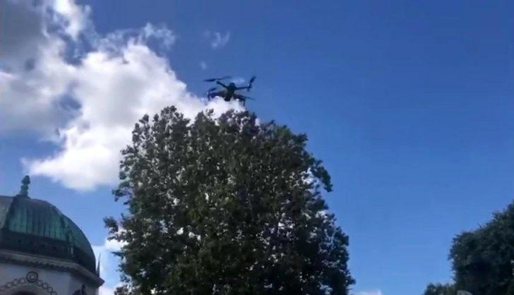 Sultanahmet Meydanı'nda polislerden turistlere drone ile anons