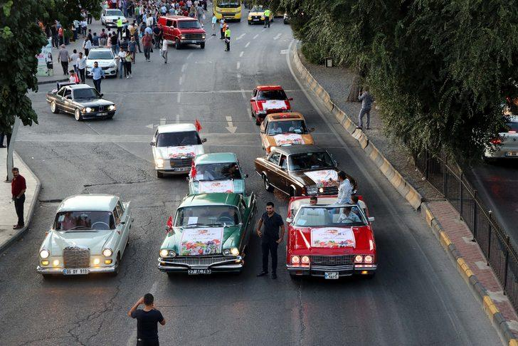 Klasik otomobillerden 'GastroAntep' için şehir turu