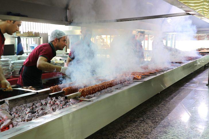 250 bin kişi beklenen Lezzet Festivali'nde 25 ton et tüketilecek