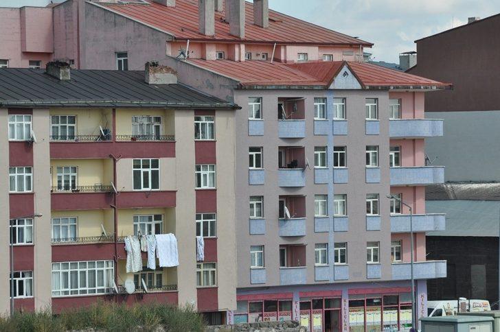 Kars'ta kiralık evler el yakıyor