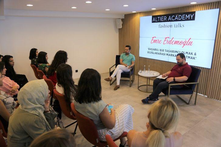 Ünlü moda tasarımcısı Emre Erdemoğlu öğrencilerle buluştu
