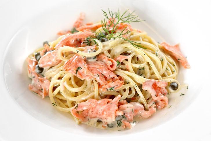 Makarnaların en lezzetlisi: Somonlu spagetti