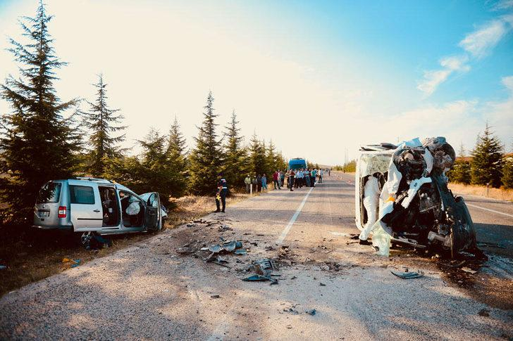Eskişehir'de feci kaza! Ölü ve yaralılar var
