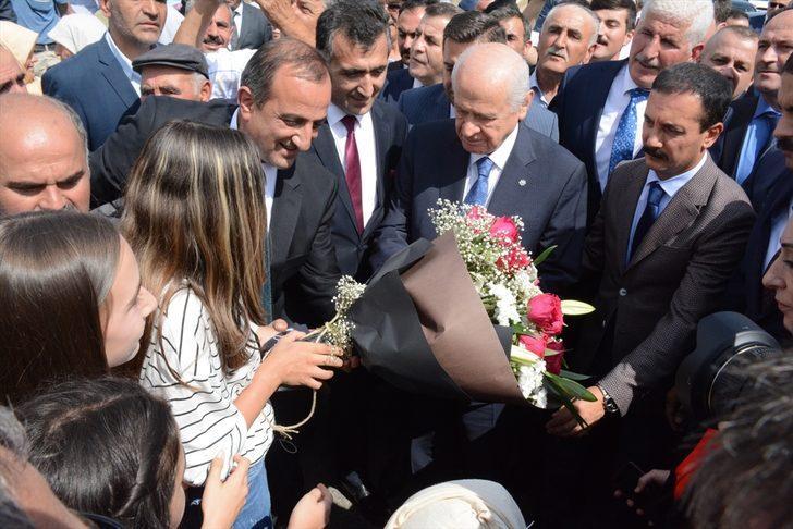"""""""MHP olarak ülkeyi karşılıksız seviyoruz"""""""