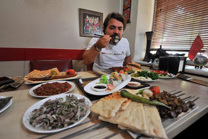 Suşi ve Adana kebabı aynı masada