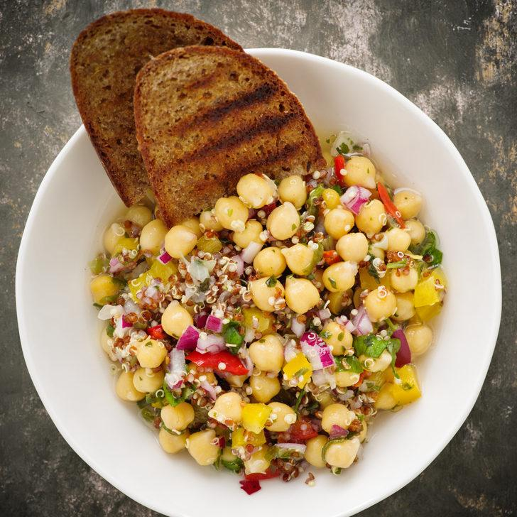Diyet yapanlar için doyurucu alternatif: Nohut salatası