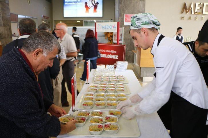 Medova Hastanesinden aşure ikramı