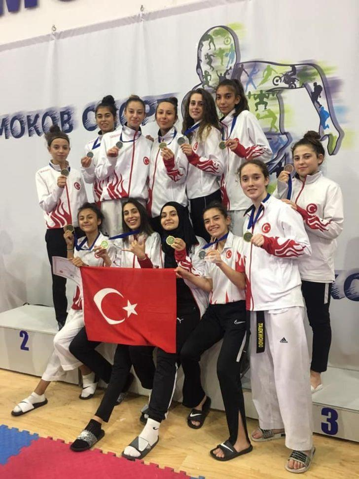 THOM Taekwondo Sporcuları 1 altın ve 1 gümüş madalya ile döndü