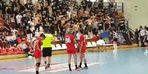 Maçta Türk bayrağına izin verilmedi, kadın sporculara tükürüldü