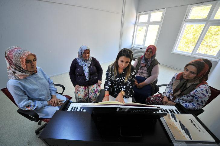 Köylü kadınların 'piyano' heyecanı