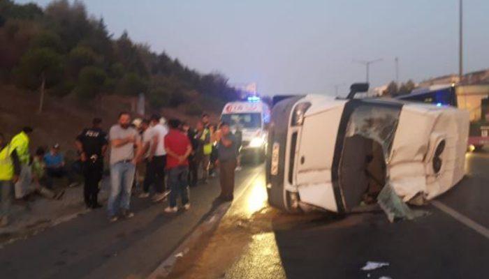 Son dakika! TEM'de servis minibüsü devrildi: Yaralı işçiler var