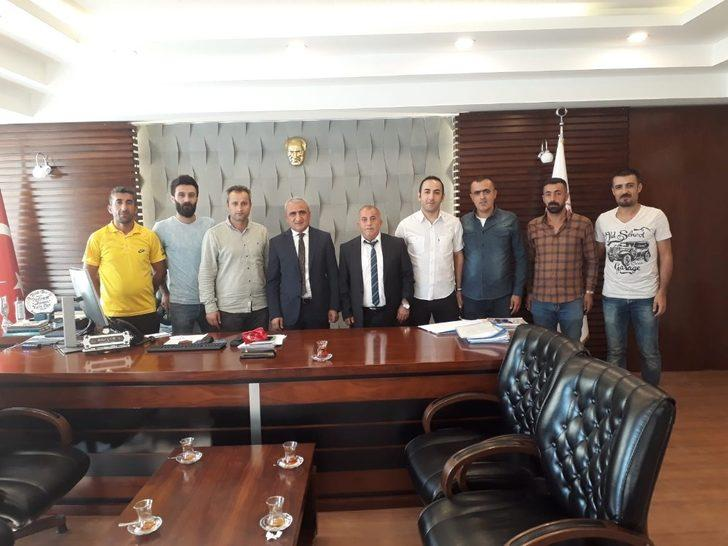 Sümbül Spor Kulübü yöneticilerinden Müdür Gür'e teşekkür ziyareti