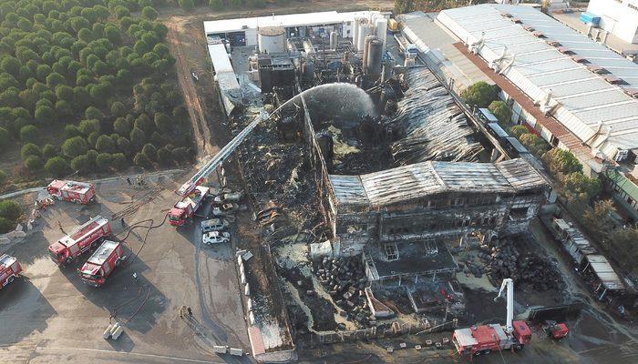 Tuzla'da yanan fabrikada soğutma çalışmaları devam ediyor