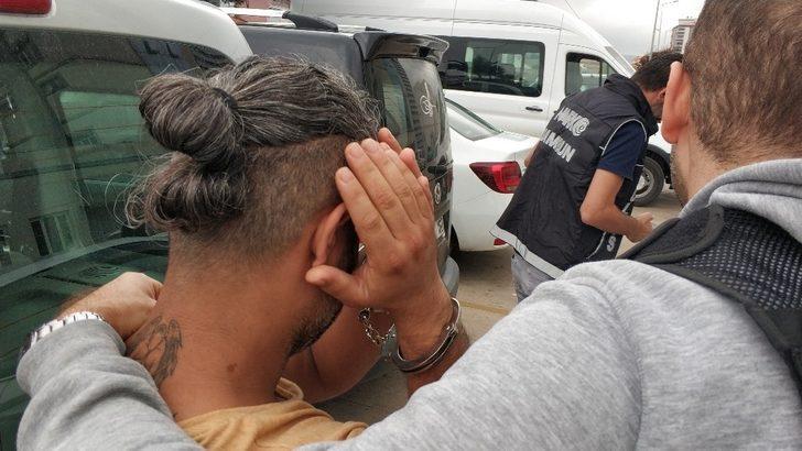 Uyuşturucu ticareti yapan yabancı uyruklu 2 kişi tutuklandı