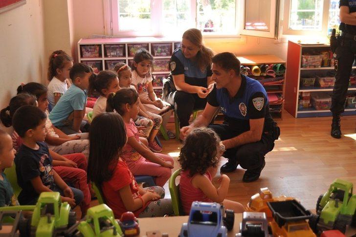 Toplum Destekli Polislerden Cocuklara Hediye Mersin Haberleri