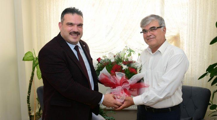 Rektör Çomaklı, Gazi Polis Nazif Özer'i ziyaret etti