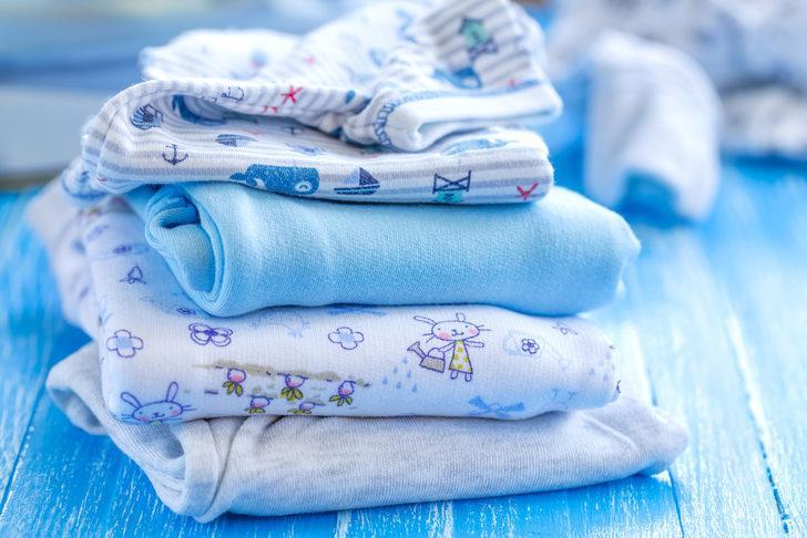 Bebek kıyafetlerindeki tehlikeye dikkat! Sık sık hasta olmalarının nedeni...