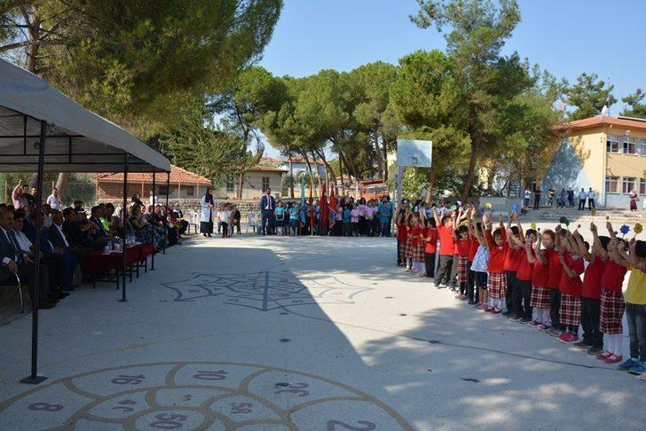 Selendi'de İlköğretim Haftası kutlandı